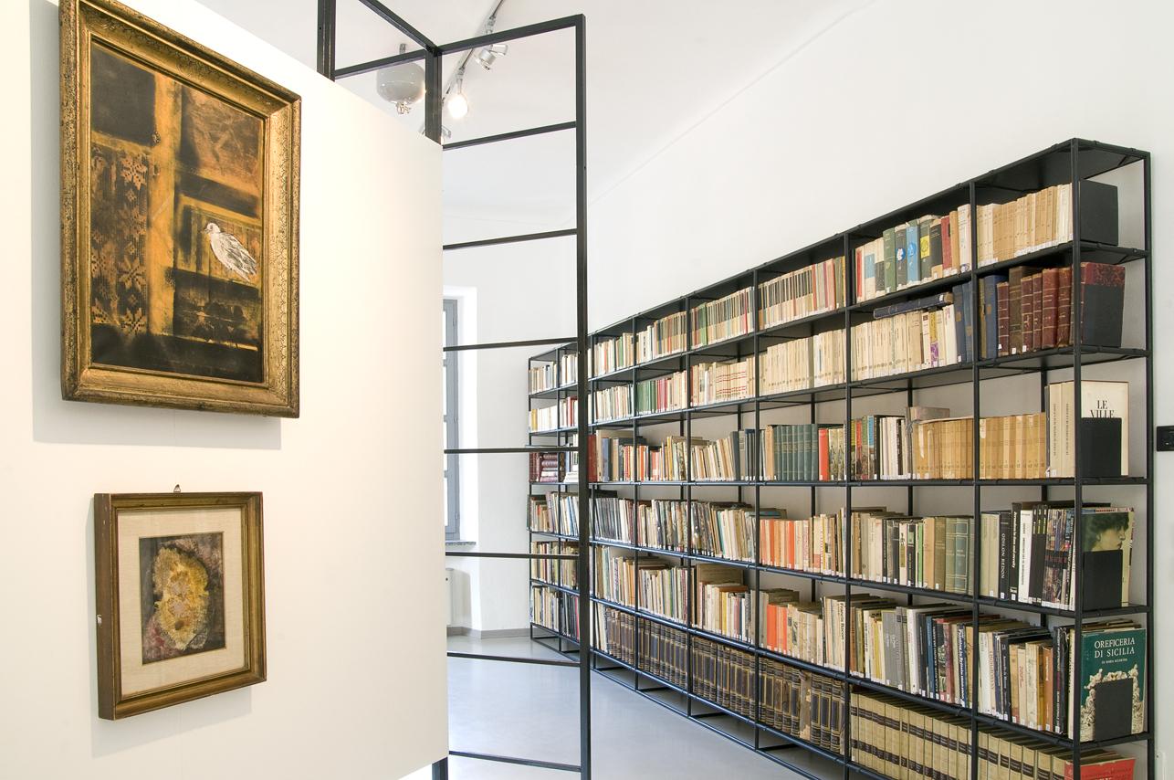 Quadri e libreria